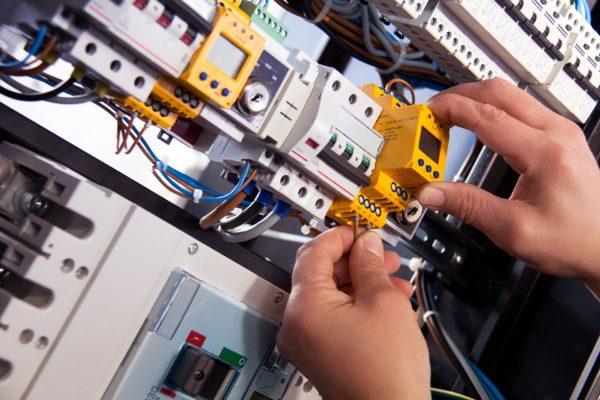 Elektriker gesucht Facharbeiter Subunternehmen